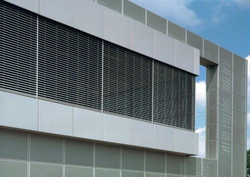 Außenjalousien in der Fassade integriert